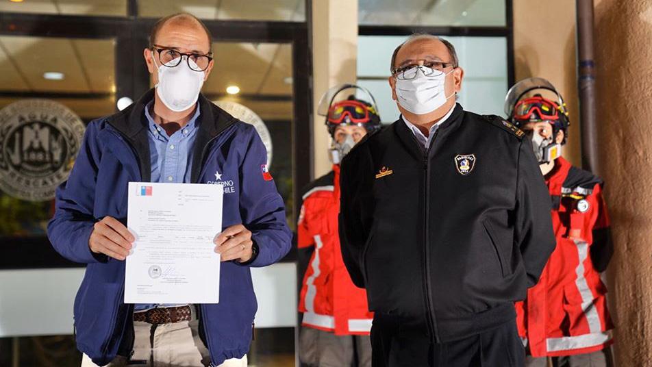 Intendente Arrau firma convenio por $2.400 millones para elementos de protección personal para bomberos de Ñuble