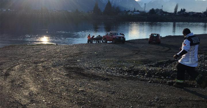 Bomberos rescatan con vida a persona que se lanzó a las aguas del Río Aysén