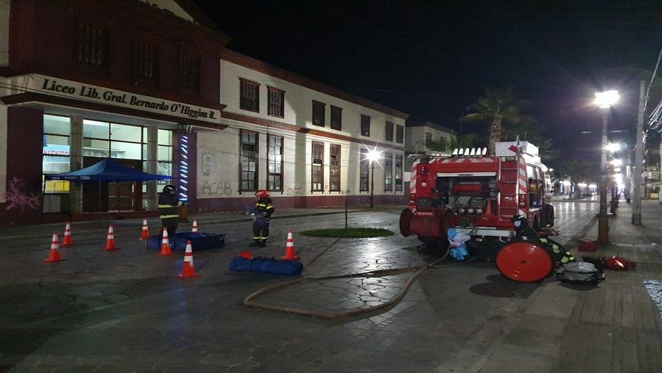 Bomberos apoyó en sanitización del liceo A-7 de Iquique