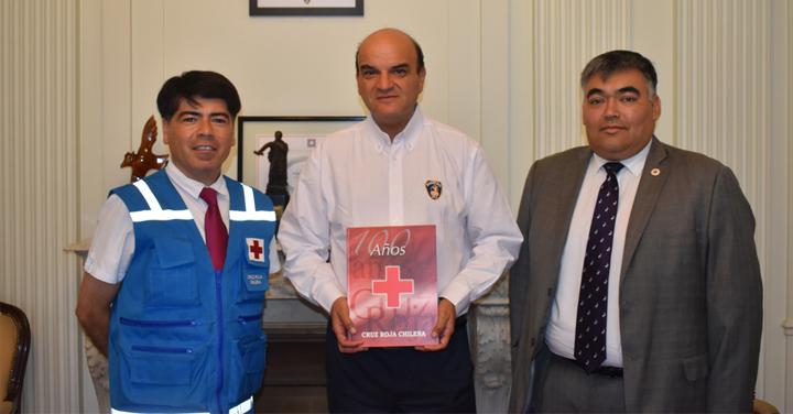 Bomberos de Chile y Cruz Roja Chilena exploran temáticas para trabajar en conjunto