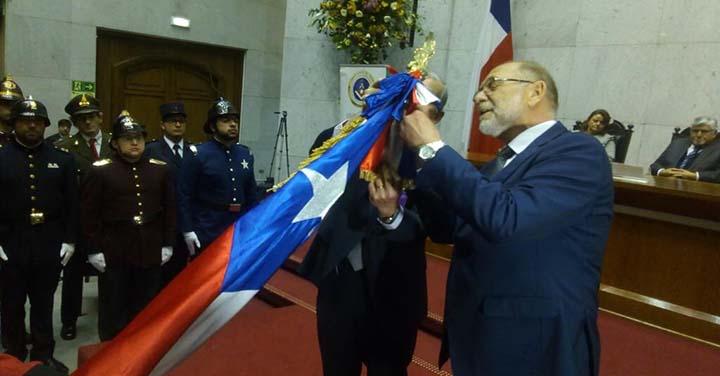 Gran Logia de Chile condecoró al estandarte del Cuerpo de Bomberos de Valparaíso
