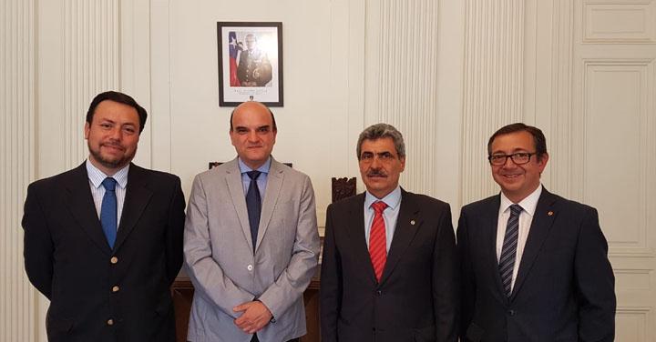 Cuerpo de Bomberos de Santiago visitó al Presidente Nacional