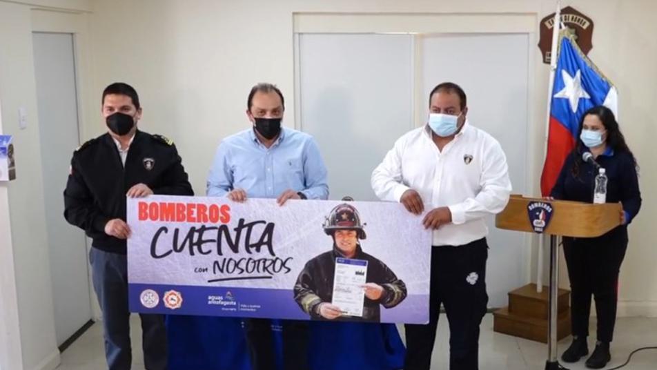 """Bomberos de Mejillones y Calama junto a Aguas Antofagasta lanzan campaña """"Bomberos cuenta con nosotros"""""""