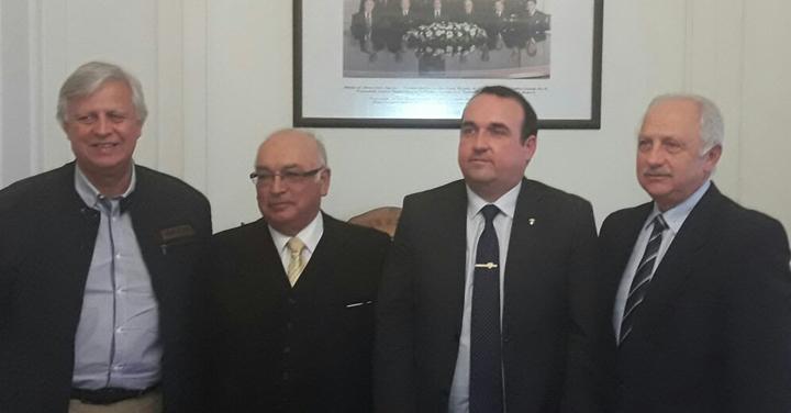 Cuerpo de Bomberos de Talcahuano visitó al Presidente Nacional