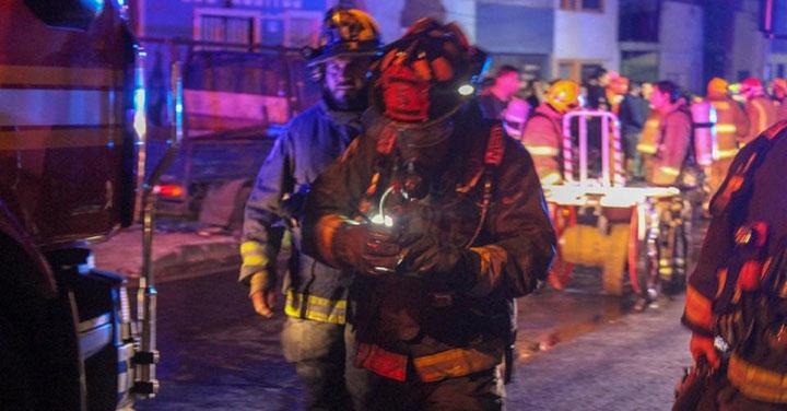 Incendio destruyó tres casas en el centro de la ciudad de Iquique