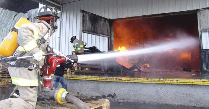 Efectivo apoyo social y jurídico a bomberos del país