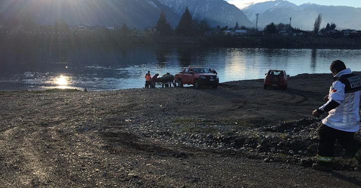 Bomberos rescató con vida a hombre que se lanzó a las aguas del rio Aysén
