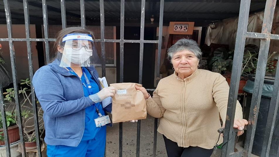 Bomberos de Graneros colaboran en la distribución de medicamentos