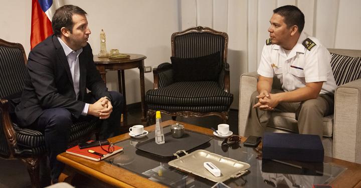 Presidente Regional de Bomberos de Antofagasta estrecha lazos con nuevo Intendente
