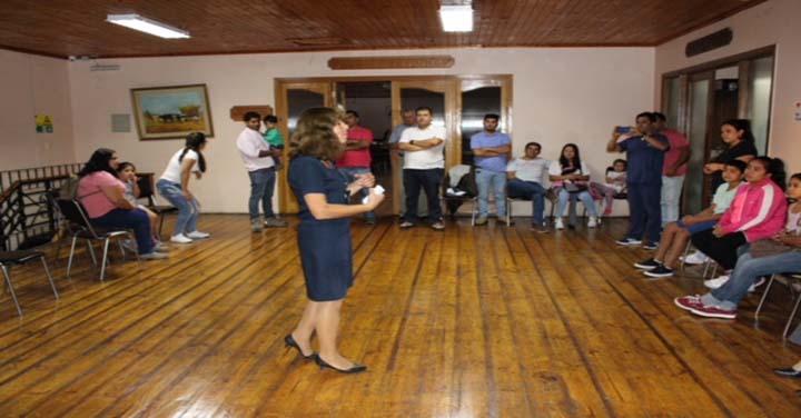 Hospital Santa Cruz inmunizó a bomberos contra influenza