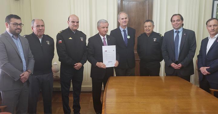 Presidente Nacional de Bomberos de Chile y Ministro de Hacienda firmaron histórico Protocolo de Presupuesto para Bomberos de Chile 2019-2022