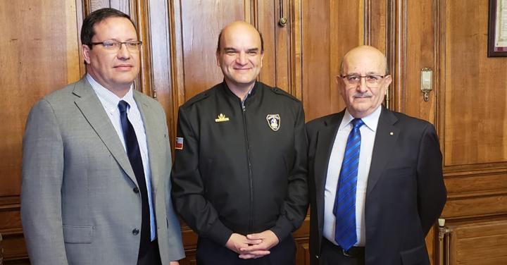 Cuerpo de Bomberos de Santiago visitó al Presidente Nacional de Bomberos