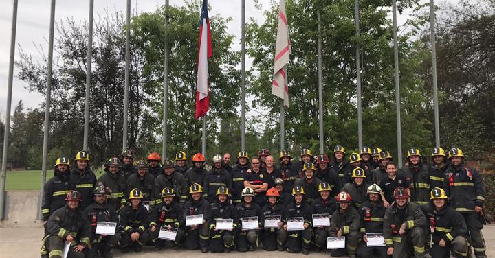 Instructores españoles impartieron curso de Ventilación Avanzada al Cuerpo de Bomberos de Santiago