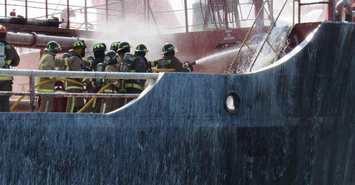 Bomberos de Mejillones participaron en simulacro de incendio en buque petrolero