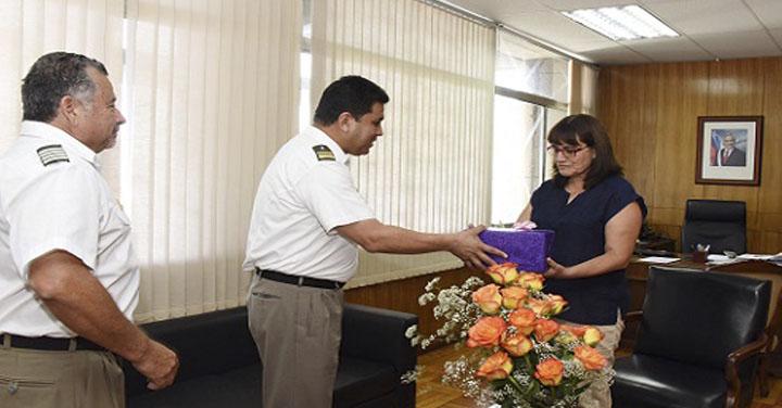 Intendenta de Arica y Parinacota se reunió con Cuerpo de Bomberos de la región