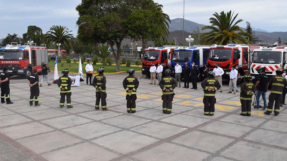 Bomberos de San Bernardo, María Pinto y Maipú reciben nuevas y modernas unidades