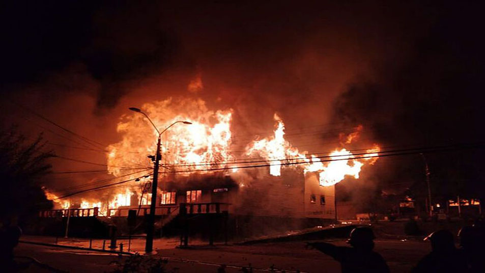 A pesar de las dificultades, rápido y coordinado trabajo de Bomberos permitió controlar múltiples focos de incendios en Panguipulli
