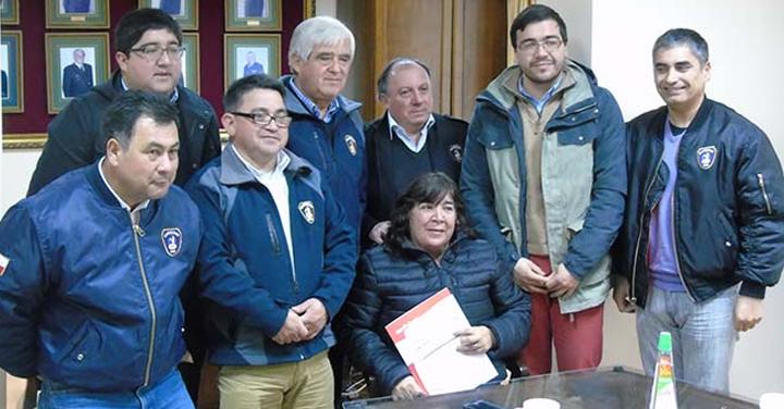 Entregaron renta vitalicia a viuda de Voluntario de Bomberos de Ñiquén