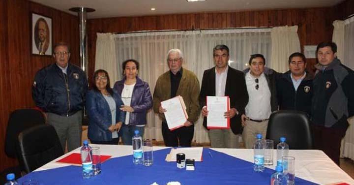 Municipalidad de Futrono y Bomberos firman convenio de transferencia para central de alarmas