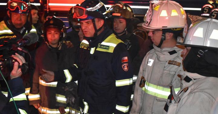 Presidente Nacional de Bomberos de Chile acompañó en terreno a los bomberos en las emergencias vividas por la delicada situación del país.