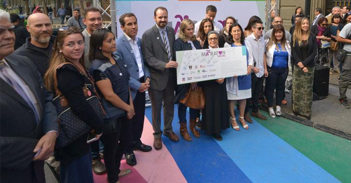 Bomberos de Chile participó en el lanzamiento de la Maratón Social