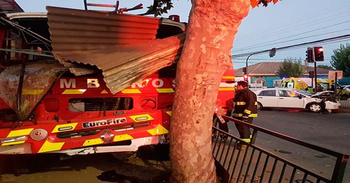 Carro de Bomberos de Villa Alemana colisionó con un automóvil