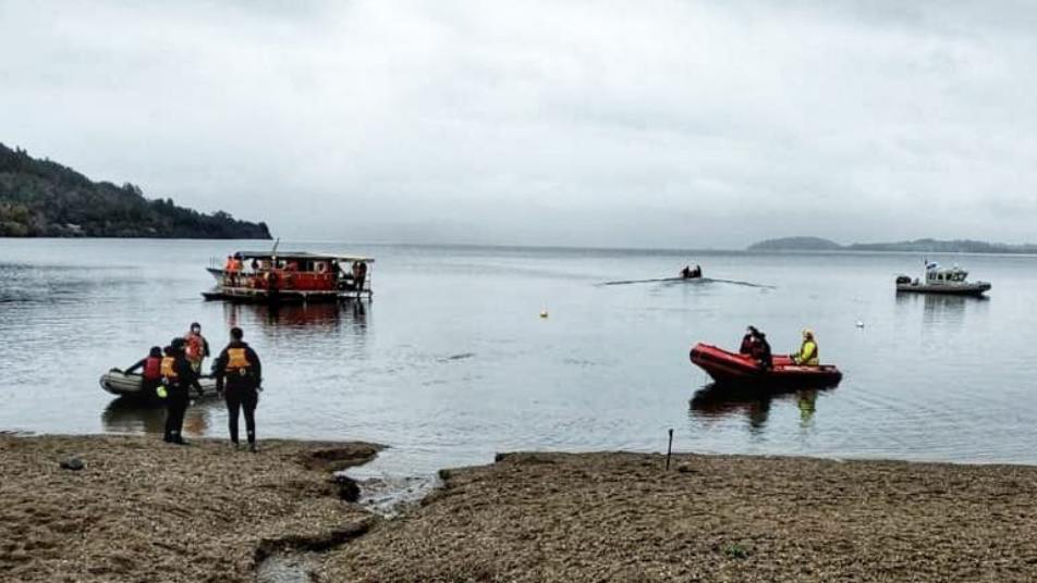 Bombero extraviado en lago Panguipulli es buscado intensamente por sus compañeros