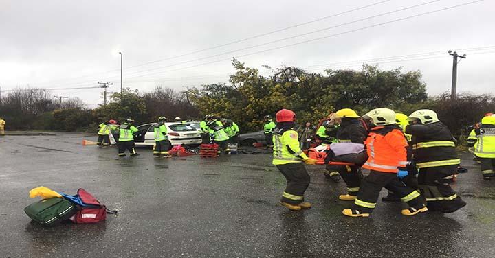 Bomberos realizó simulacro de accidente  a gran escala en la comuna de Loncoche